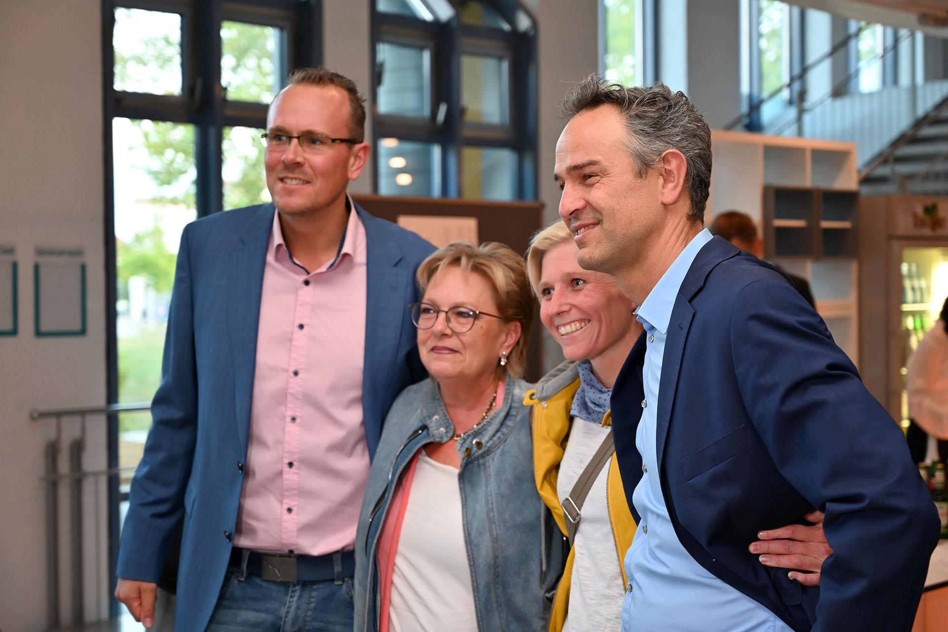Dr. Daniele Ganser, Foto mit Veranstaltungsbesuchern